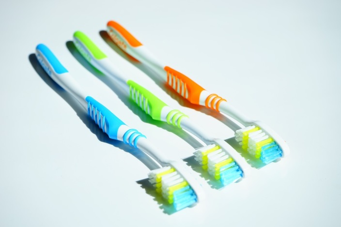 multi color toothbrushes
