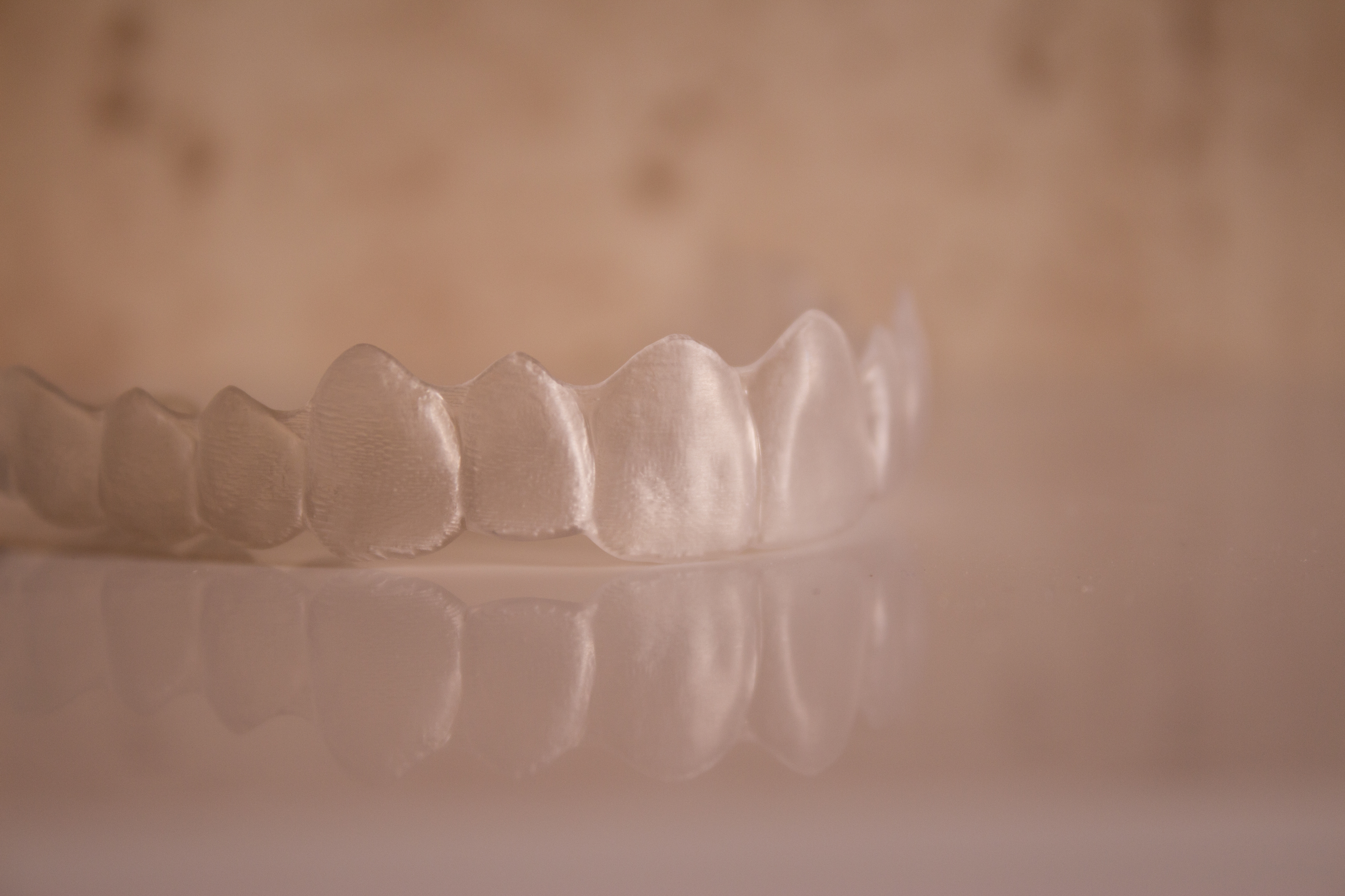 Invisible orthodontics reflected on the surface